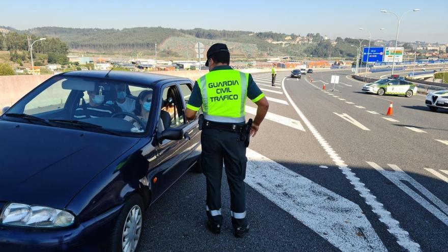 """Investigado un conductor que cuadriplicó la tasa de alcoholemia tras su """"conducción errática"""" por la AP-9 en Fene"""