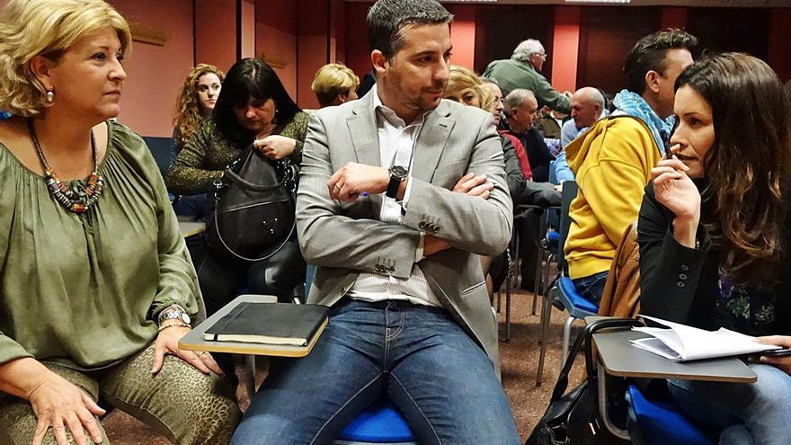 El PSOE de Orihuela llega hasta Ferraz para frenar el reingreso de dos tránsfugas