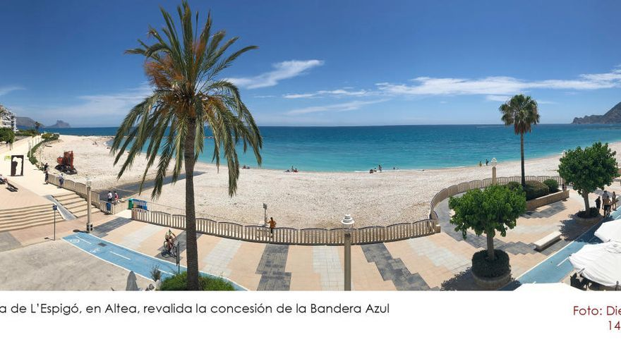 Altea revalida la distinción de la Bandera Azul para las playas de L'Espigó, La Roda y Cap Blanch