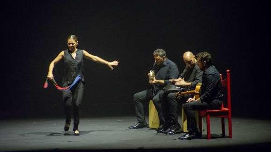 """Sara Baras presenta con éxito """"Sombras"""" en el Auditorio Municipal de Ourense"""