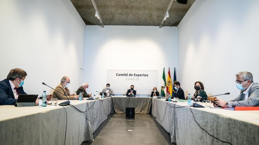 Andalucía reúne este martes a su comité de expertos con el doble de tasa y 188 ingresados más tras dos semanas