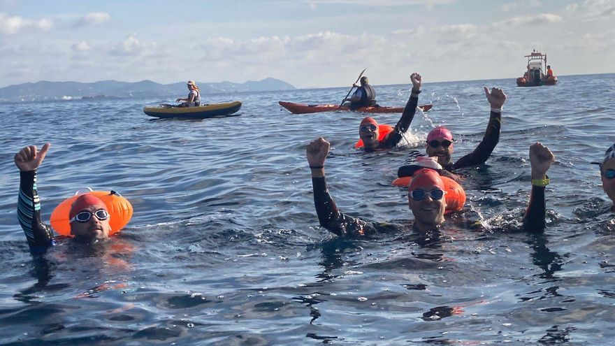 El paratriatleta de Ibiza Javier Vergara nada cinco kilómetros para una causa benéfica