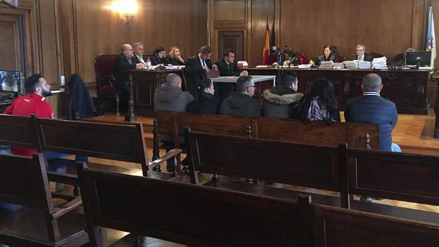 Malestar en la Audiencia: dos acusados por tráfico de droga renuncian a su abogado y fuerzan que se aplace el juicio