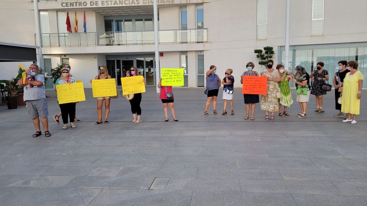 Manifestación de vendedores ambulantes en Torre Pacheco, ayer.