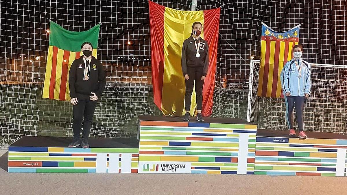 Elsa Elías (esquerra) va pujar al tercer graó del podi a la prova disputada a Castelló