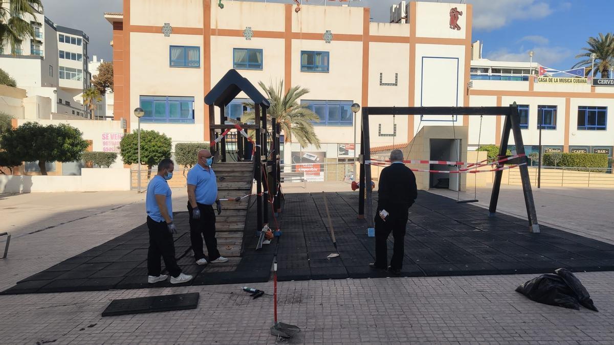 El Campello continúa con la rehabilitación de los parques infantiles