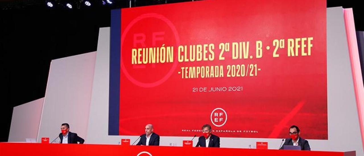 Mesa presidencial de la reunión celebrada ayer.    // RFEF