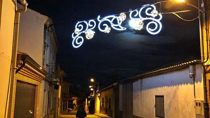 """Guarrate instala iluminación navideña especial para """"dar alegría"""" en un año especial"""