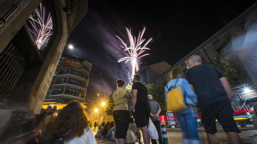 Un esclat de foc breu però intens acomiada la festa a Manresa