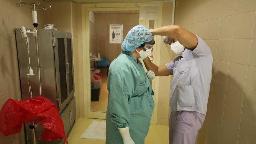 Sanidad refuerza el protocolo para acompañar a un paciente en el hospital