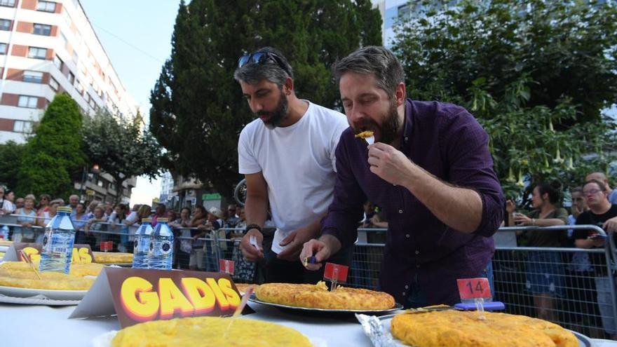 Tortilla, teatro y folk, en el segundo día de las fiestas de O Castrillón