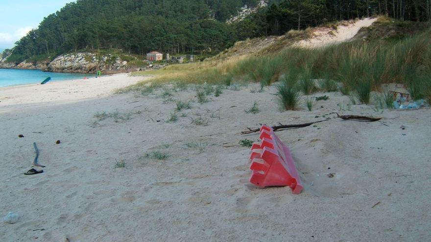 La otra cara de las playas gallegas: cada cien metros 240 restos de material plástico