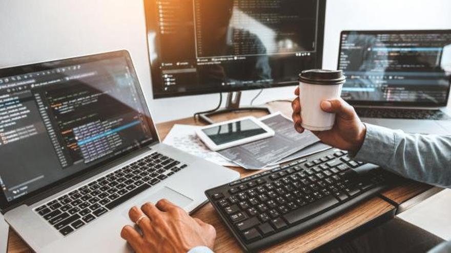 FEMPA, dentro de su amplio catálogo de formaciones, ofrece el curso gratuito de Desarrollo de aplicaciones con tecnología web.