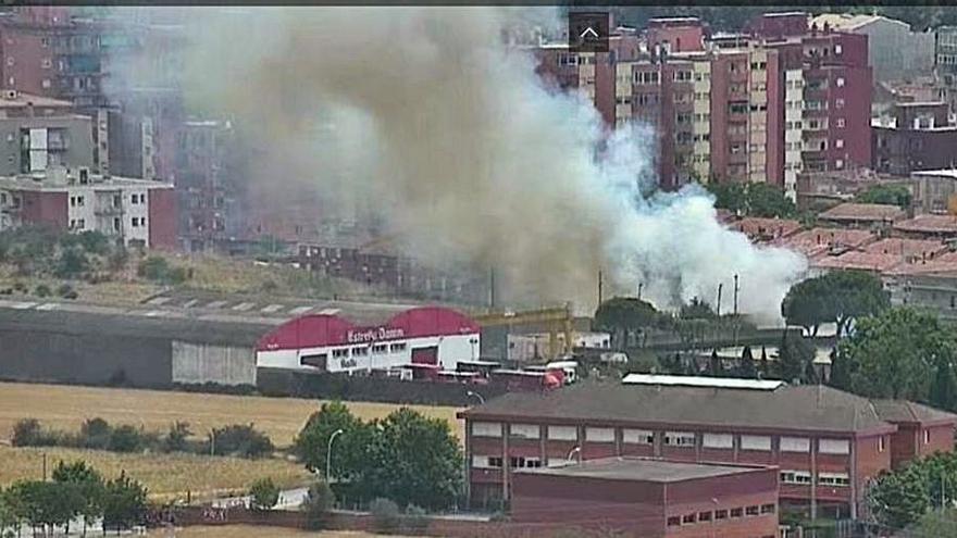 Un incendi de matolls crema una hectàrea a Figueres