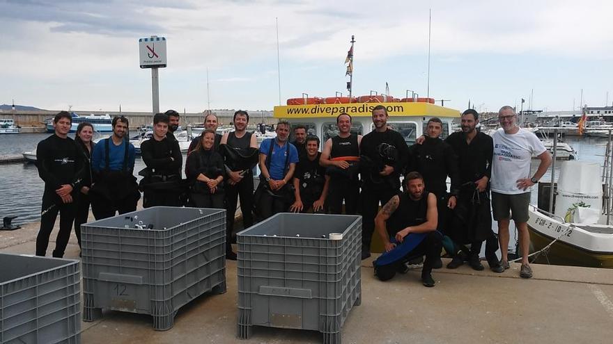 Més de vint bussejadors participen a un nou curs per a guies subaquàtics