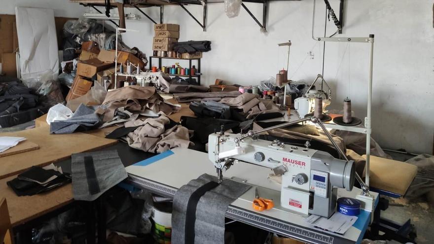 Un taller de costura en condiciones insalubres oculto en una finca de Yecla