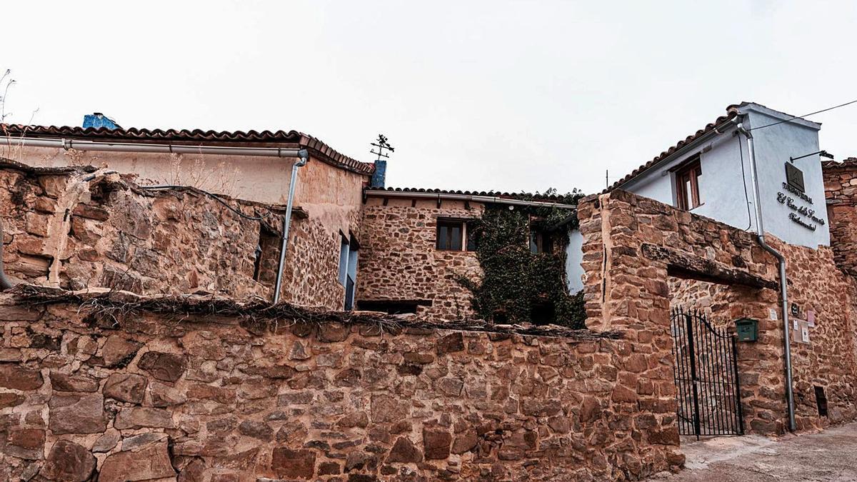 El Cau dels Somnis, al llogaret de La Cuevarruz, a la Serrania, omplirà els seus sis apartaments aquest cap de setmana.