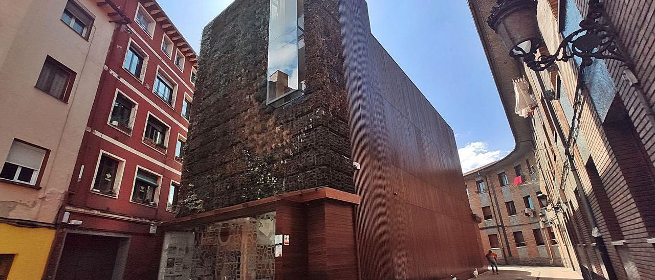 La Casa de Cultura de Moreda, uno de los edificios que se alimentaría con panales solares. | A. Velasco