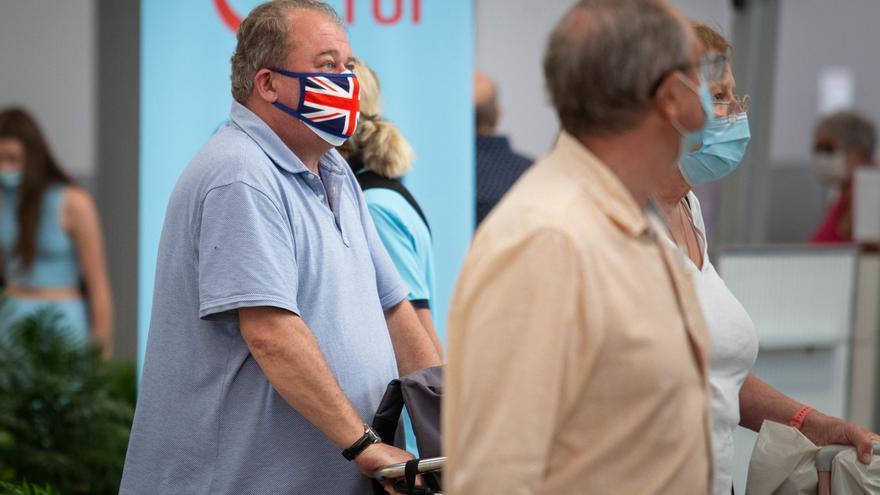 El 'freedom day' británico trae 56 vuelos a Canarias y reabre ocho hoteles