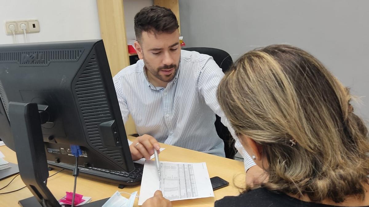 Alcañiz, de AE Ibérica, atiende a un cliente