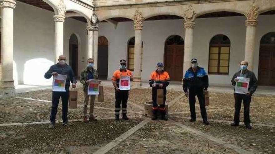 La Diputación extiende a los hosteleros de Toro la campaña de reparto de geles y carteles