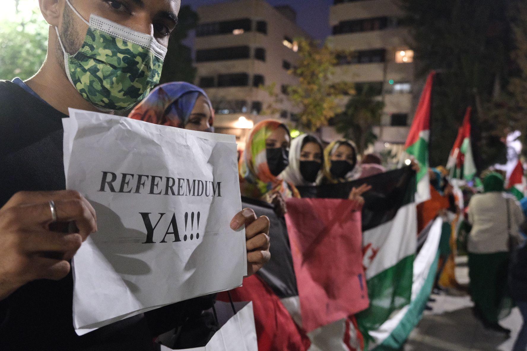 Un centenar de personas se concentra en Elda en apoyo al Pueblo Saharaui