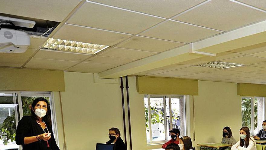"""La atención """"online"""" de alumnos vulnerables por COVID será de cinco horas semanales"""