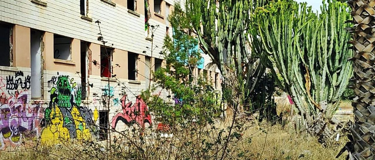 El complejo de Tiempo Libre de la Generalitat se encuentra en estado ruinoso.