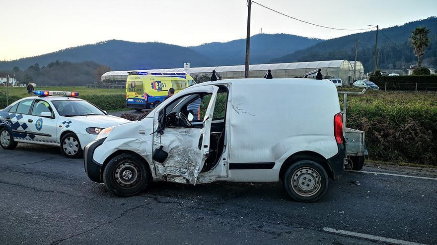 Dos personas resultan heridas en un accidente en Cuntis