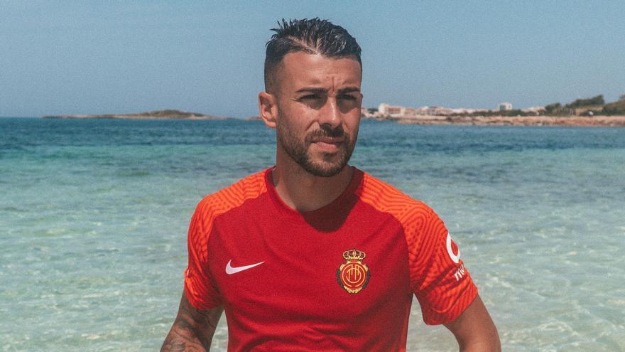Primera equipación del Real Mallorca para su vuelta a Primera División