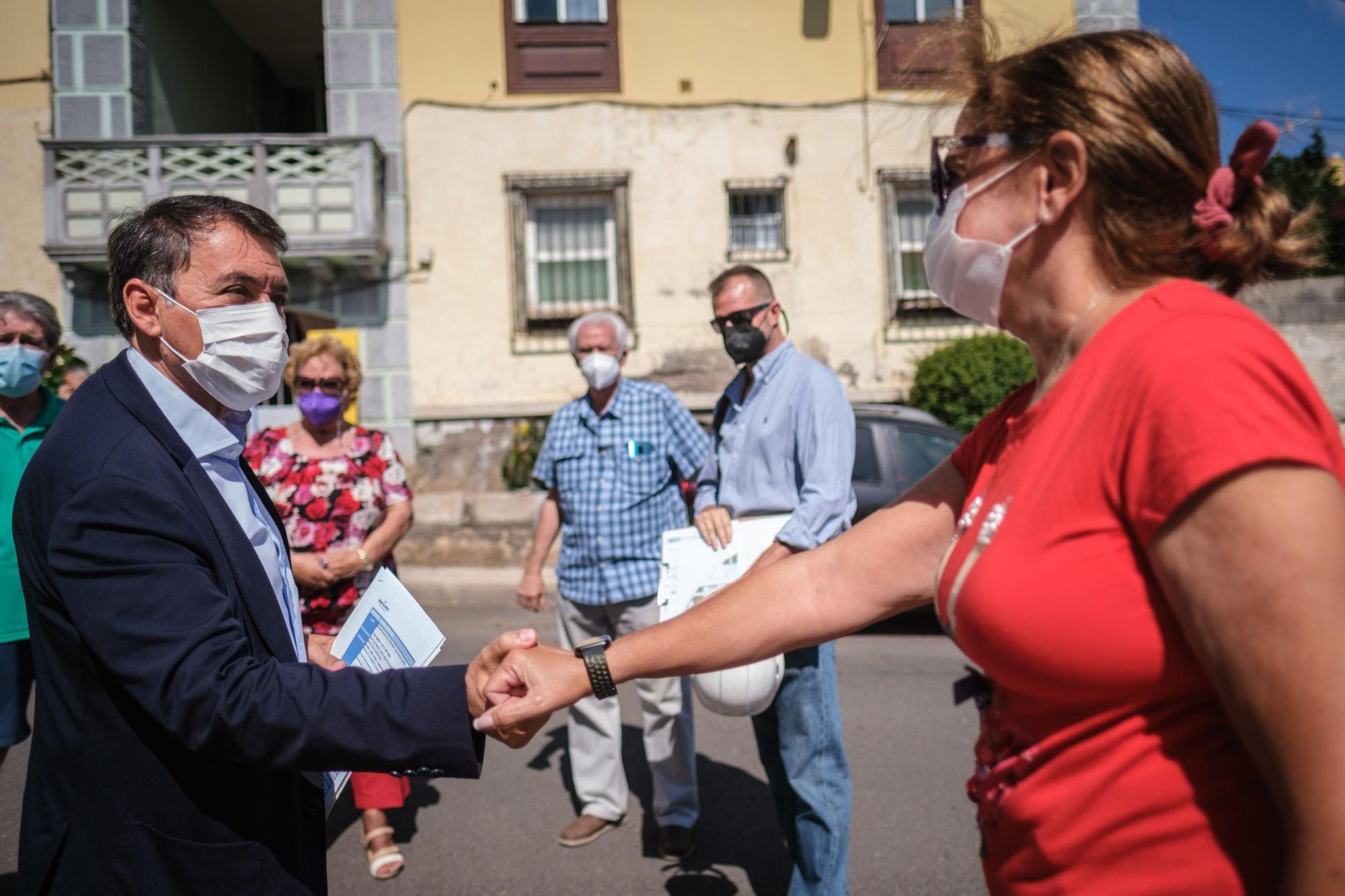 Visita a las obras de mejora en las viviendas de García Escámez