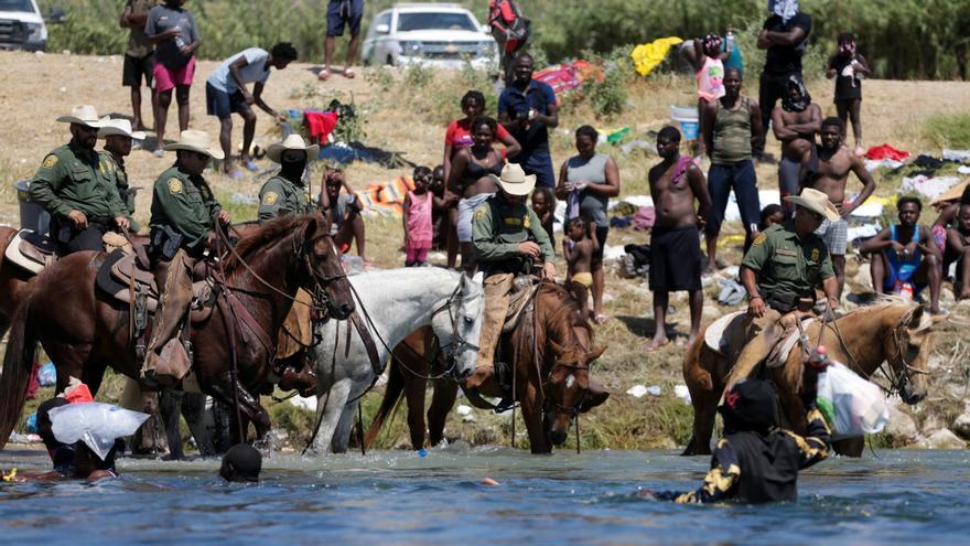 EEUU investigará las persecuciones a caballo a migrantes haitianos en Texas
