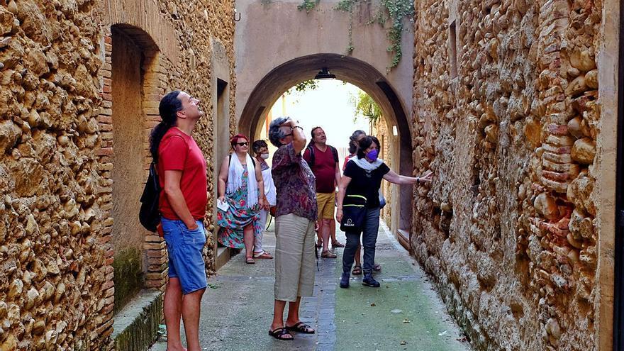 Navata impulsa visites guiades per divulgar el seu passat medieval