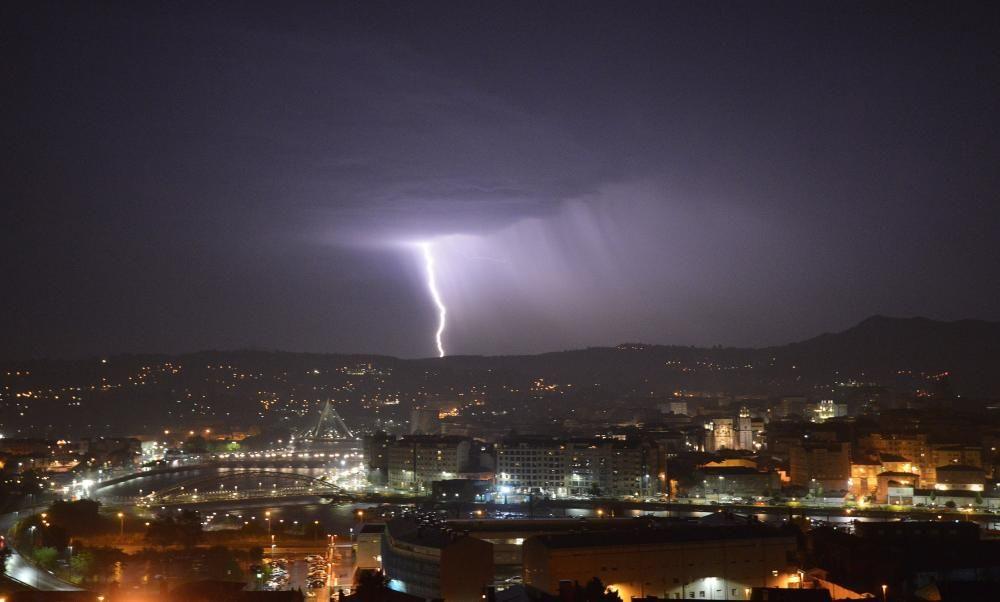 La tormenta centelleó sobre Pontevedra