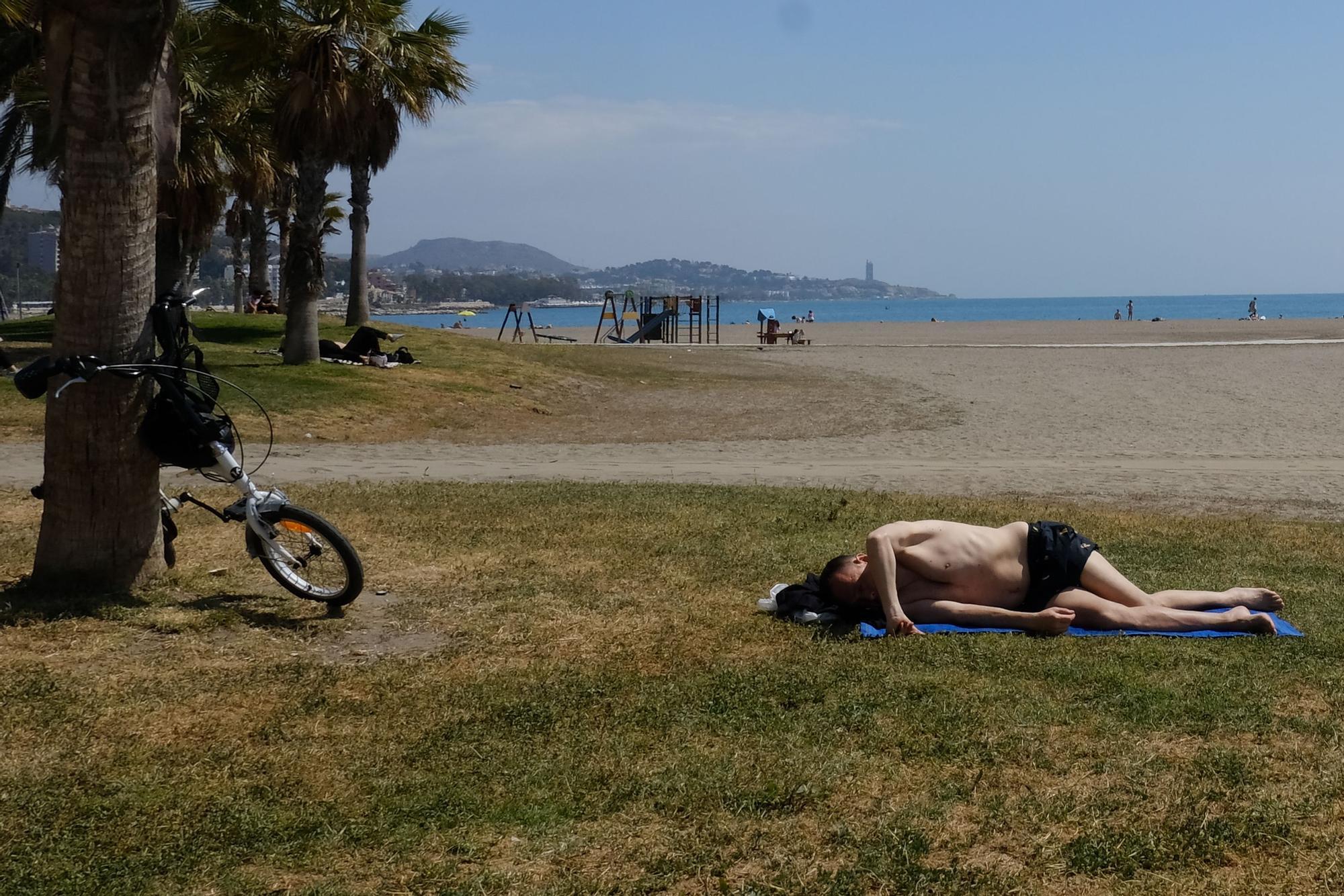 Las playas de Málaga se llenan el Domingo de Resurrección