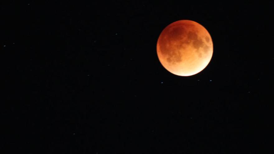 Un eclipse oscurecerá la 'luna de nieve' de esta noche