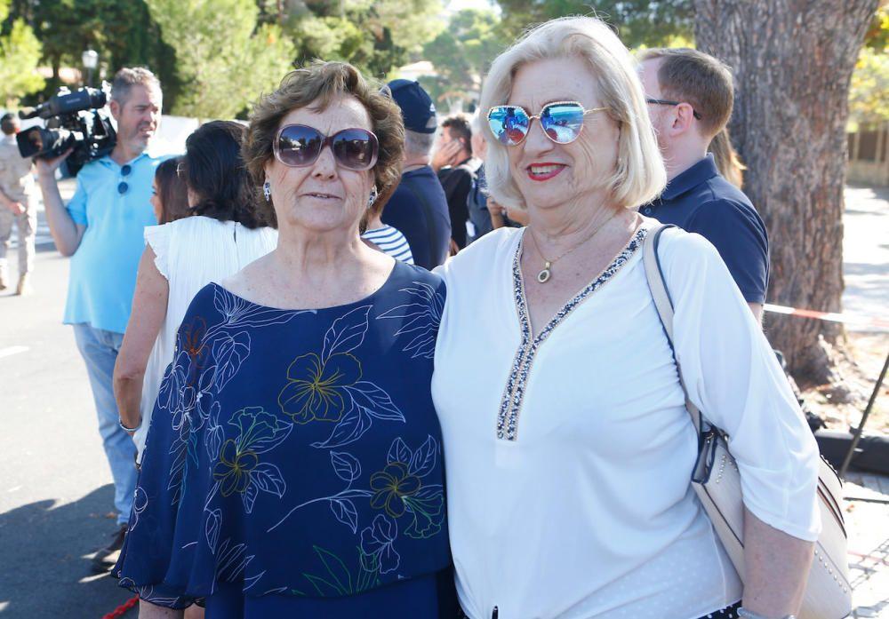 Fans de Rafa Nadal llegadas desde Alicante para seguir la boda.