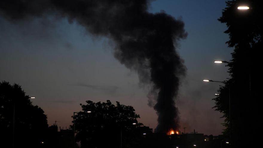 Incendio en un edificio de 24 plantas en Londres