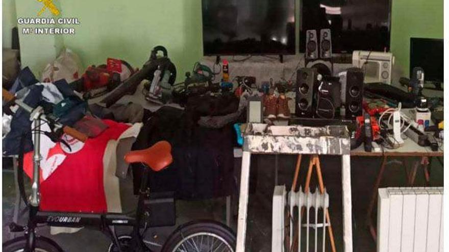 Desarticulan una banda que robaba en viviendas de Xàbia con los dueños dentro