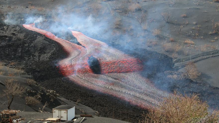 El nuevo delta volcánico de La Palma sigue ganando terreno al mar