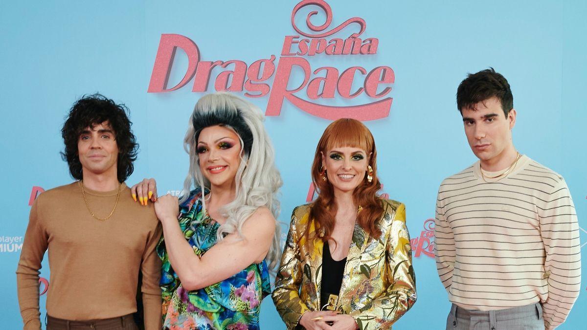 Supremme de Luxe junto a Los Javis y Ana Locking, miembros del jurado de 'Drag Race España'.