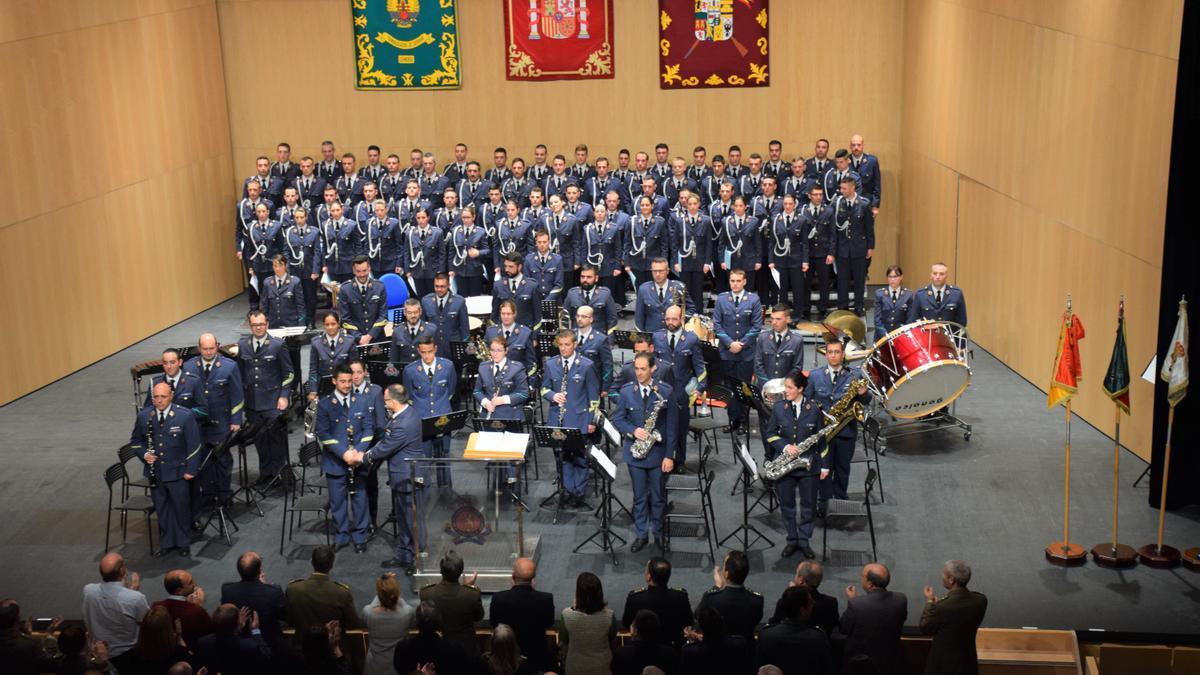 Anterior concierto de la Academia Básica del Ejército del Aire de León en el Teatro Ramos Carrión.