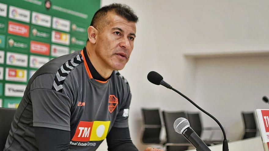 Almirón: «El equipo está mucho más fuerte y tenemos nuevas variantes de juego»