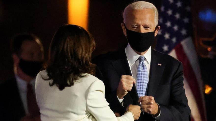 """Biden y Harris estrenan una cuenta de Twitter de """"transición"""""""