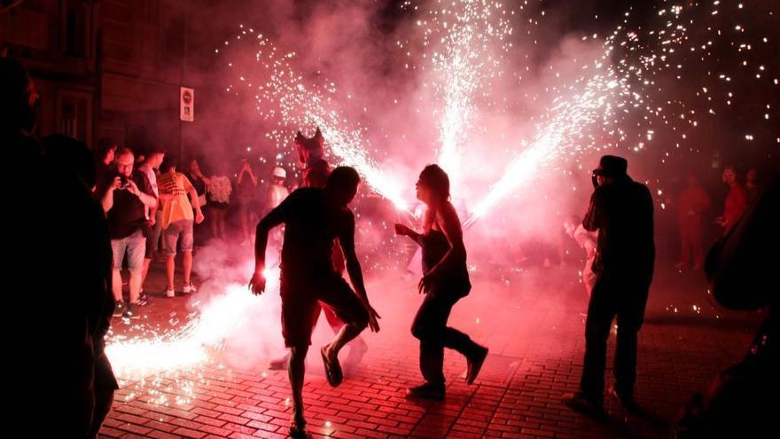 Fuego, fiesta y acrobacia abren las fiestas de Alaquàs