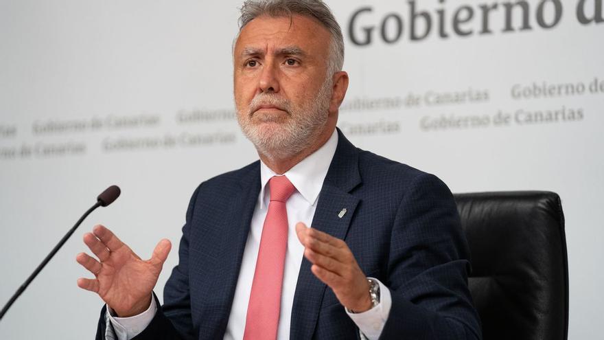 Canarias estudia 'obligar' a vacunarse a funcionarios de algunos cuerpos