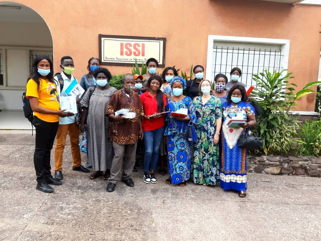Gallegos en África: el reto de convivir con el virus en el continente de las pandemias