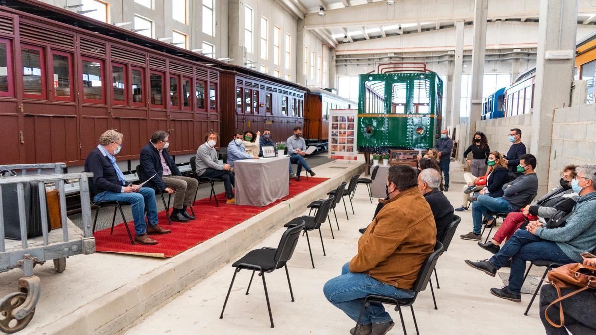 Imagen del acto celebrado hoy en el Museu del Ferrocarril de Son Carrió para conmemorar el centenario de la llegada del tren al Llevant de Mallorca.