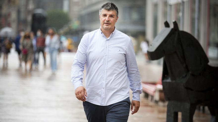 """César, del campo al despacho del Oviedo: """"El futuro pasa por El Requexón"""""""