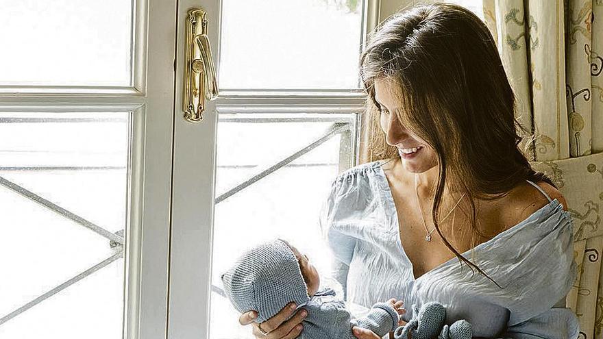 La foto más tierna de Ana Boyer, en el primer mes de vida de su bebé